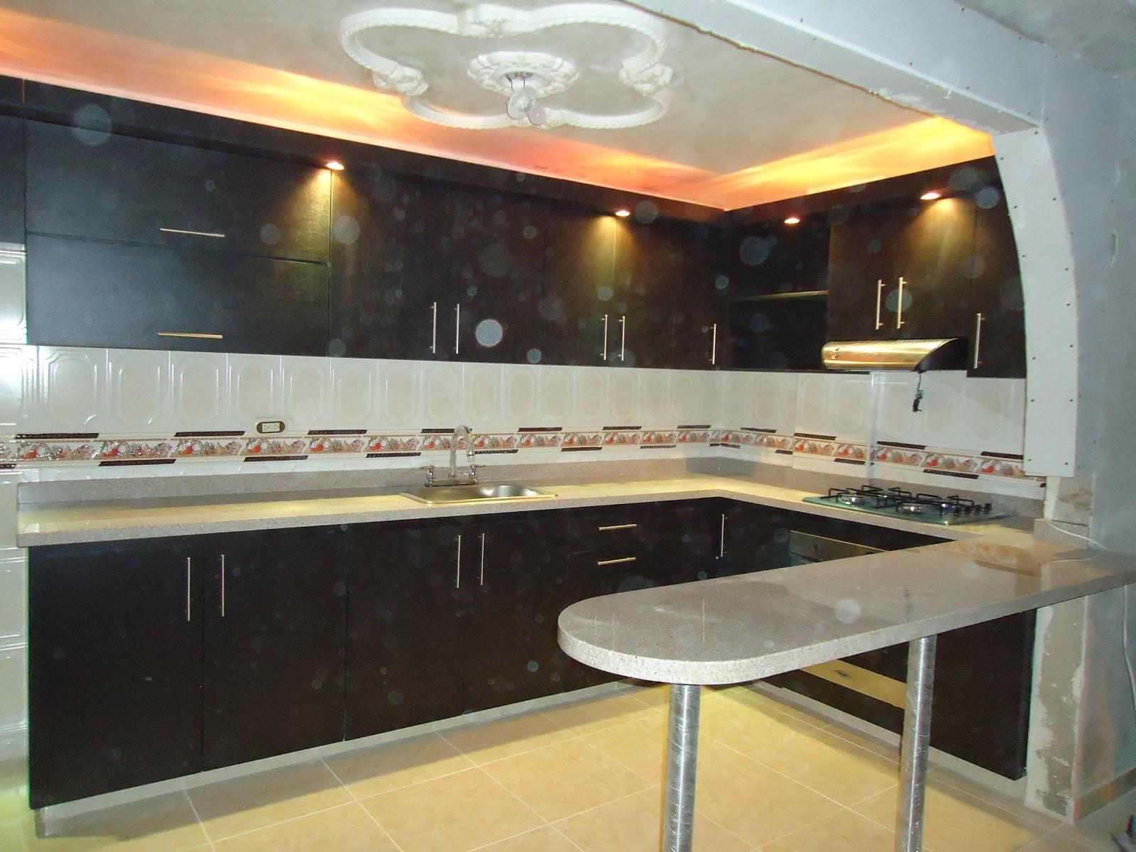 Cocinas integrales cocina completa en l con barra enn for Barras de cocina de granito
