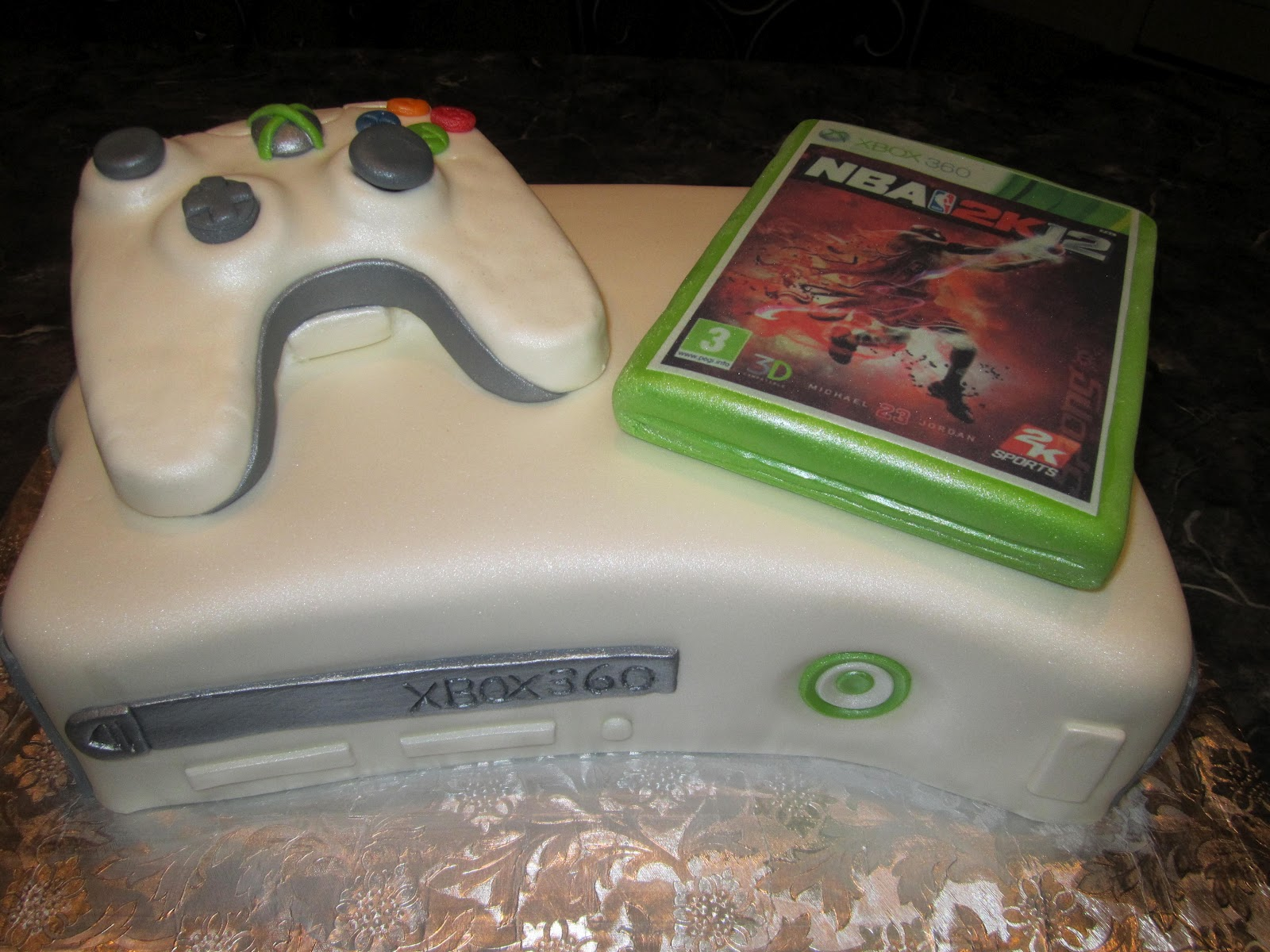 MyMoniCakes Xbox 360 Cake with Controller and Game
