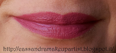 MAC - Lipstick Amplified - Craving - Rossetto - Matte - Mat - Opaco - Viola - Fucsia - Ciliegia - inci - prezzo - ingredienti - pao - swatch - recensione - review