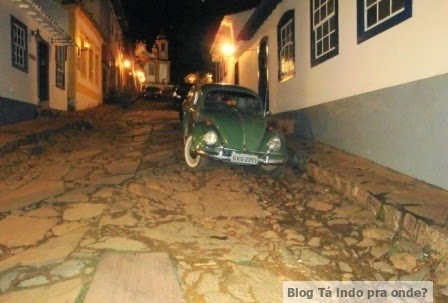 rua da Matriz em Tiradentes a noite