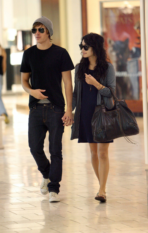 vanessa hudgens and zac efron are they dating