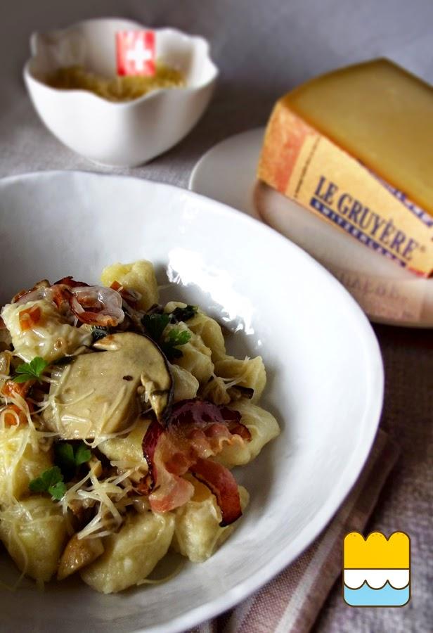 gnocchi rustici al gruyère, con funghi porcini e pancetta affumicata croccante.