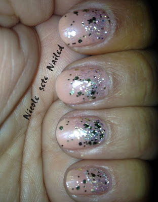 Gold Glitter Gradient on Nude Nails Nail art