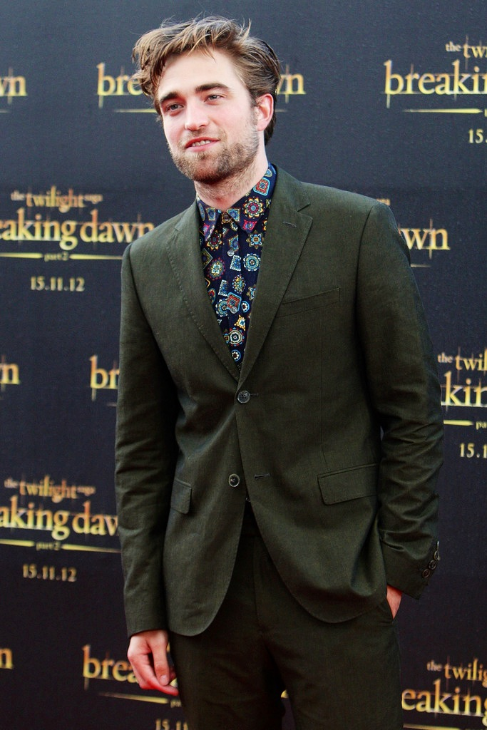 00O00 Menswear Blog Celebrity Style London Robert Pattinson Breaking Dawn Part 2 Sydney Kenzo Medallion print shirt