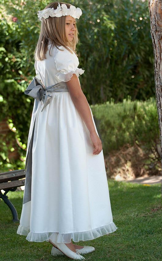 Paula está monísima conl el Modelo Venecia en otomán y fajín gris plata 37f02c1977b8