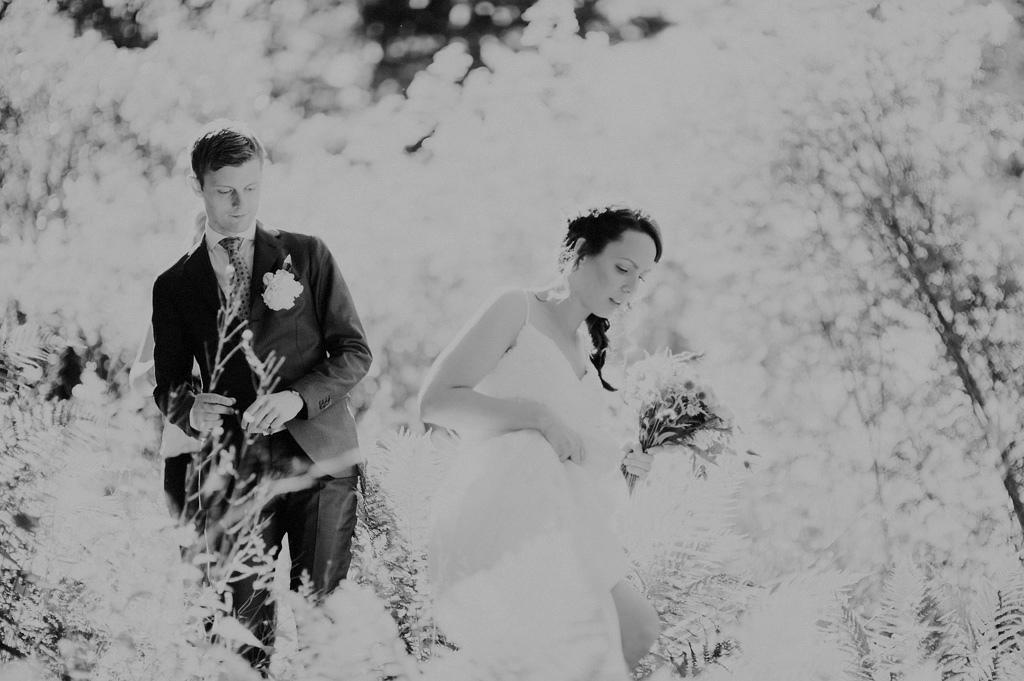 Bröllopsfotografering i natur utanför Stockhom