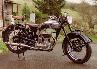 club des v hicules anciens les motos belges. Black Bedroom Furniture Sets. Home Design Ideas