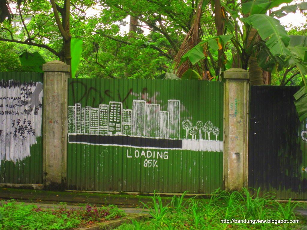"""Mural baksil """"Loading gedung vs hutan"""""""
