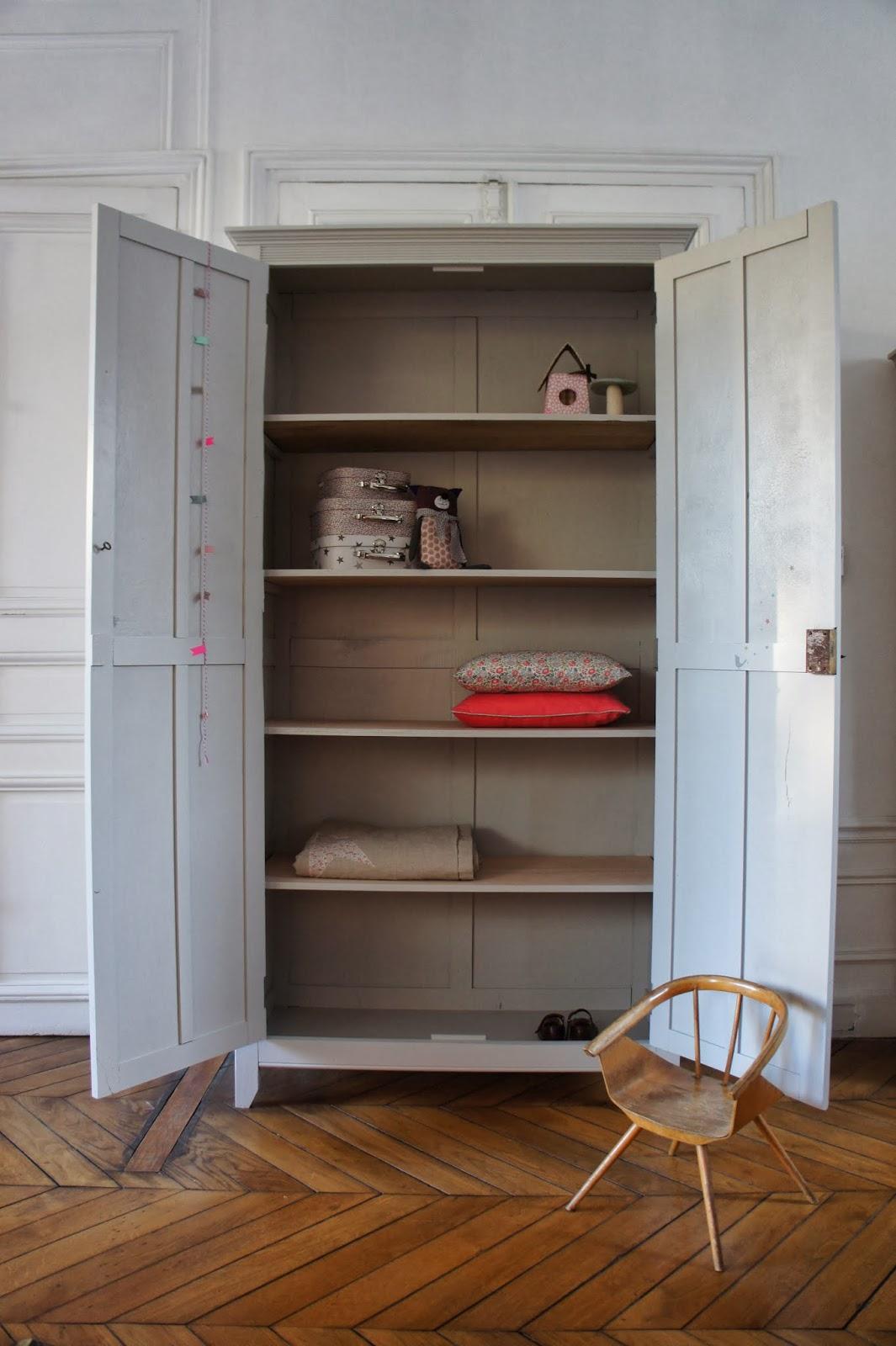 atelier petit toit armoire parisienne revisit e sur commande. Black Bedroom Furniture Sets. Home Design Ideas