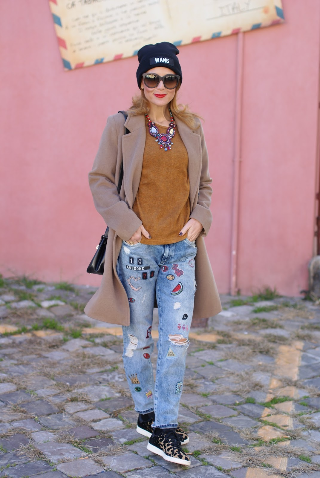 Casual look with patched jeans and Kiabi coat on Fashion and Cookies fashion blog, fashion blogger style