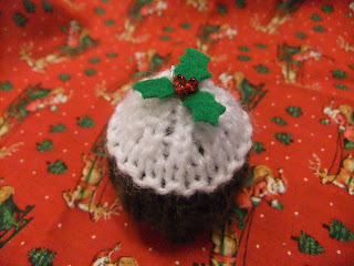 Knitting Pattern For A Christmas Pudding : Apple Tree Crafts: Free knitting pattern - tiny Christmas pudding