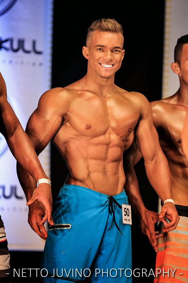 Vitor Chaves se apresenta no palco do Campeonato de Estreantes 2015 da IFBB-RN. Foto: Netto Juvino