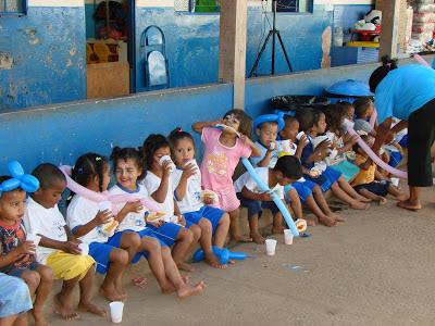 OAB/DF entrega leite em creche de São Sebastião