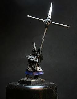 Moody Blue sobre el faldón del Portaestandarte de los Elfos Oscuros