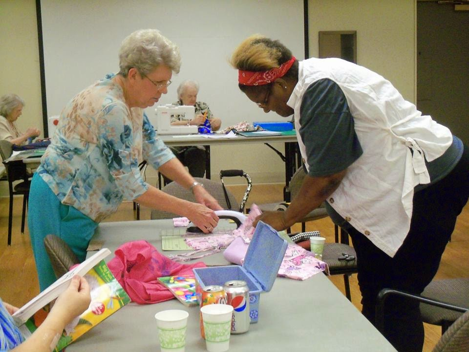 photo of patrons at quilting program