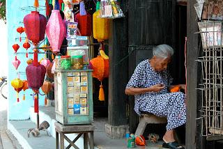 hoi an old shop Quy trình sản xuất đèn lồng Hội An  Đèn lồng Việt