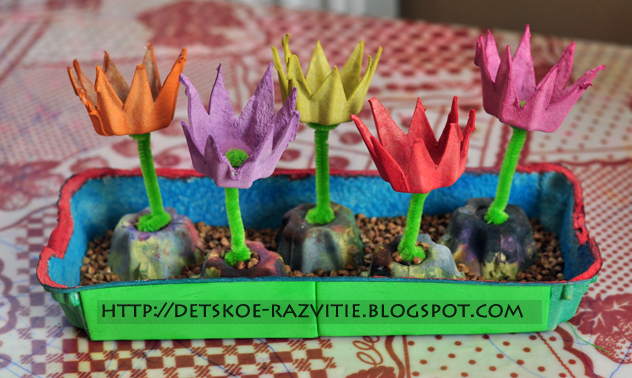 цветы из коробки от яиц