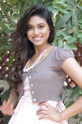 manisha yadav leg at vazhakku enn 18/9 special hot photoshoot