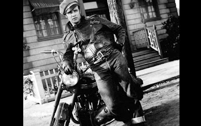 'O selvagem' (1950) Moto: Harley-Davidson Hydra Glide Ator: Marlon Brandon