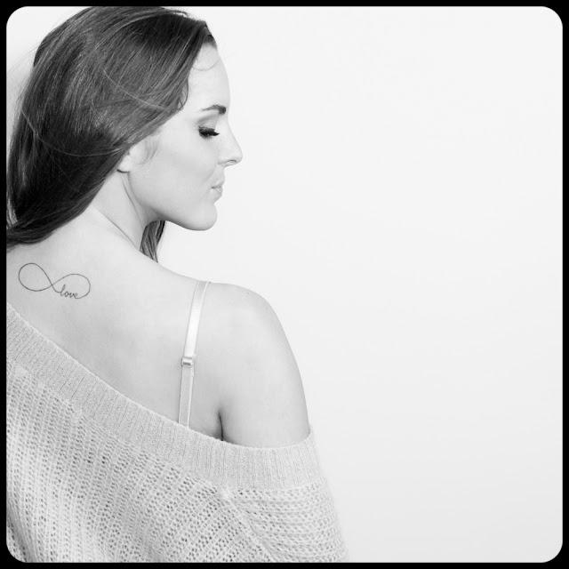 Portret urodowy. Dziewczyna w swetrze. fot. Łukasz Cyrus, Ruda Śląska