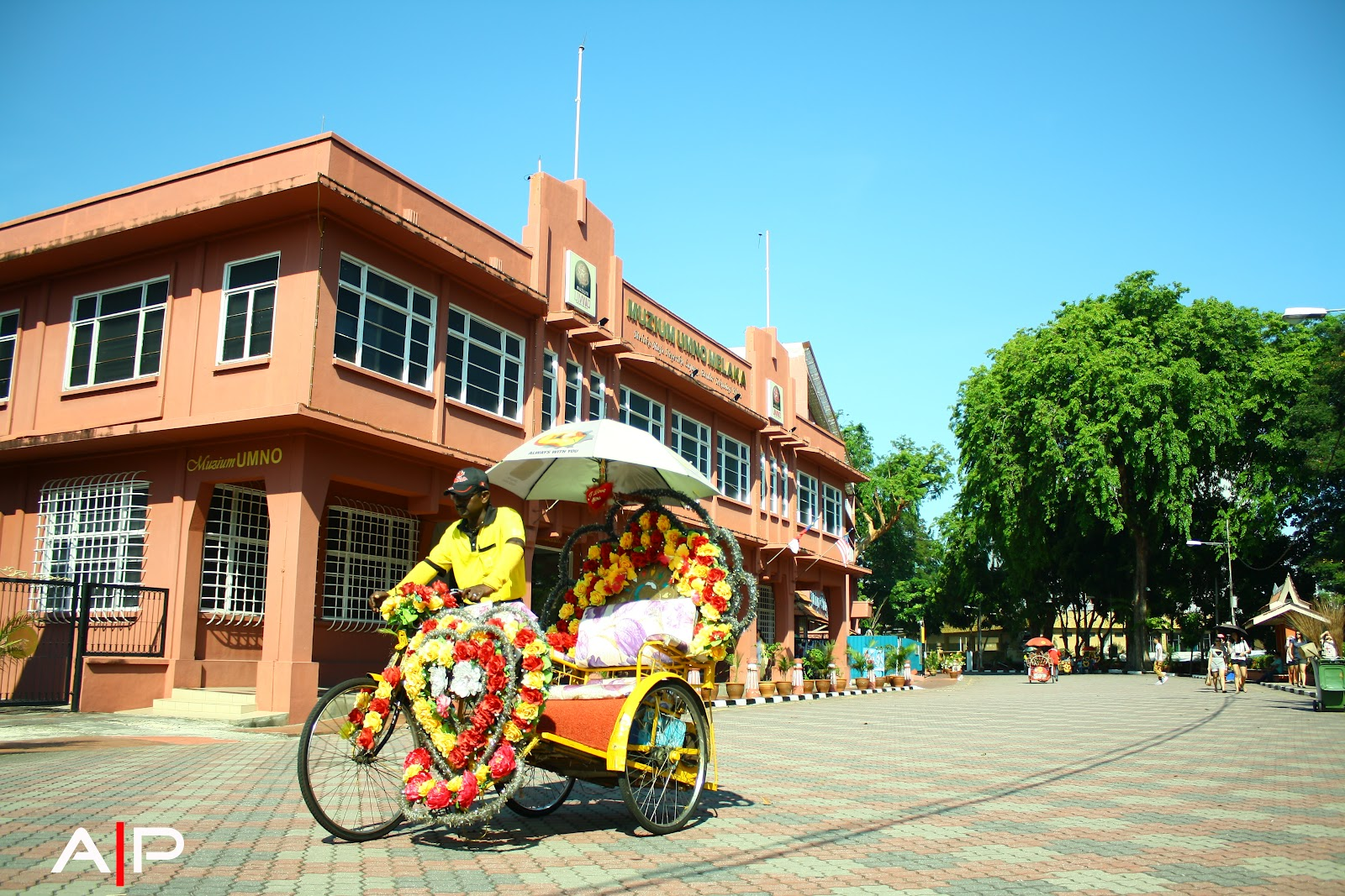 an interesting place in malacca Here we have covered you with all attractions in melaka and places to visit in melaka let's explore the melaka points of interest and 15 best things to do in melaka .