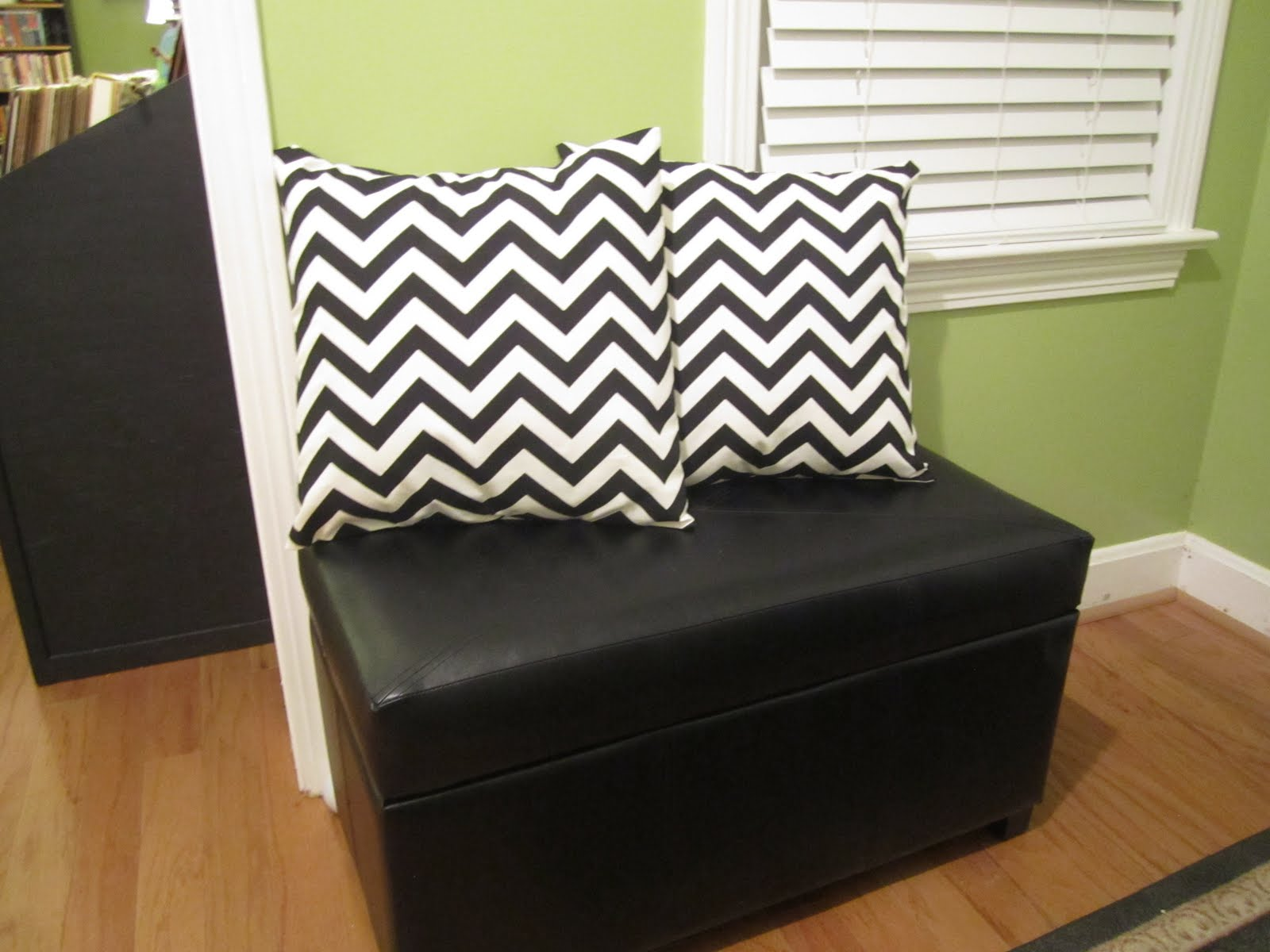 the Mathews Family Happenings: how to make an easy-shmeezy pillow cover