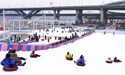 เล่นเลื่อนหิมะที่ Ttukseom Hangang Park Sledding Hill