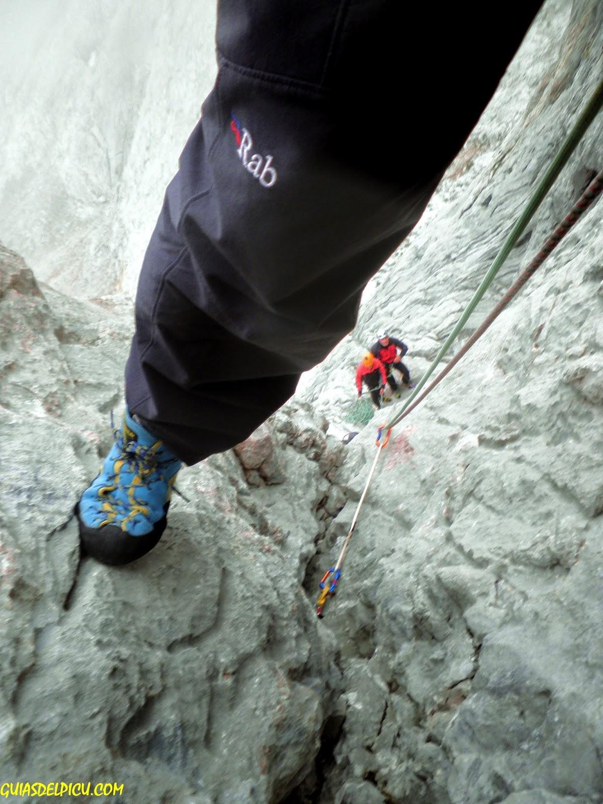 rab sawtooth pants , guiasdelpicu.com , escaladas al picu con guia de alta montaña