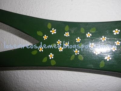 Respaldo de silla decorado con pintura