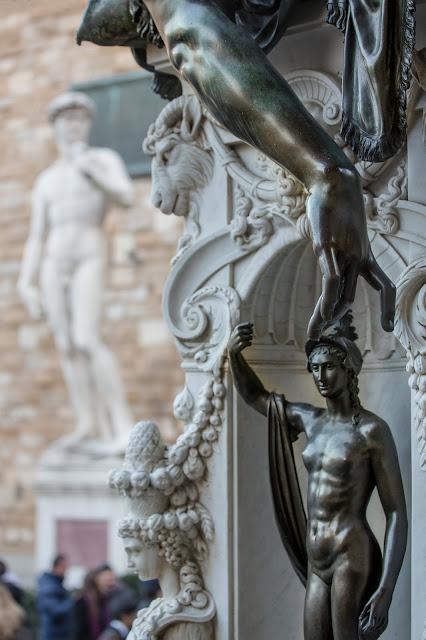 Pedestal de Perseo y David :: Canon EOS5D MkIII | ISO800 | Canon 70-200@70mm | f/4.0 | 1/100s