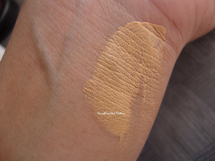 Pond's White beauty BB Fairness Cream Swatch