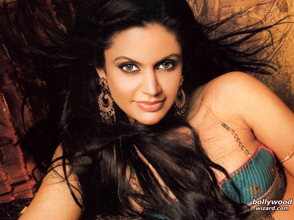Mandira Bedi Hot TV Anchor Photo Album | Mallu Actress