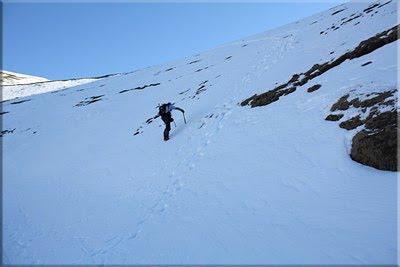 Atajamos por la ladera