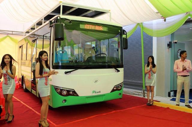 Bus équipé de générateurs à énergie solaire
