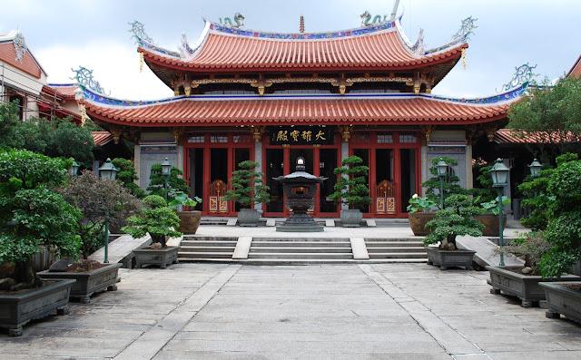 Lian Shan Shuang Lin Monastery in Singapore