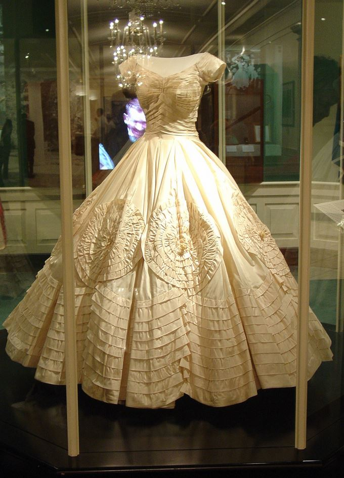 jacqueline bouvier kennedy 39 s wedding dress and veil