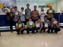 CEO pesantrenBisnis.com (Ayi Muzayini Batik pj ketiga dr kanan) Berbagi Ilmu di Bank Mandiri