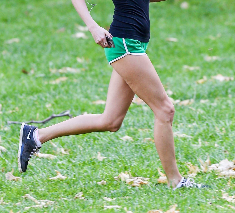 تايلور سويفت تمارس الرياضة بالشورت القصير في هوليوود