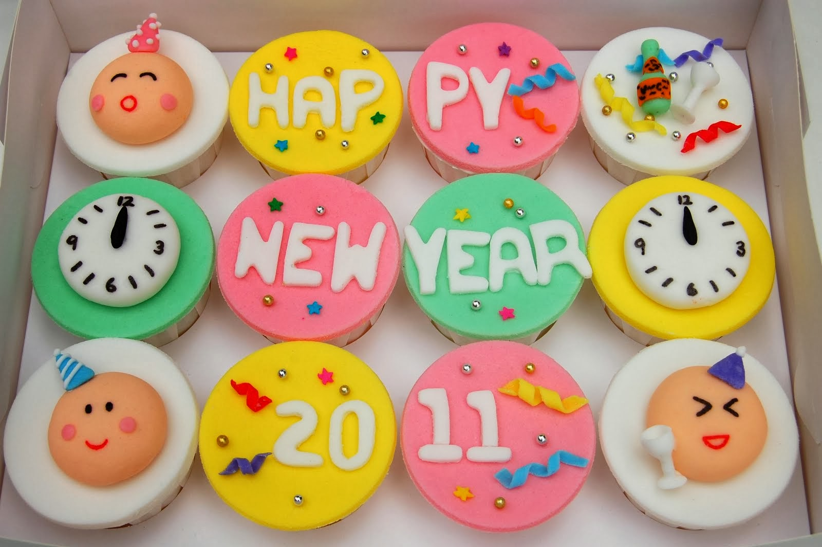 Cupcake Decorating Ideas New Years Eve : CupcakeLovers: New Years Fancy Cupcake Decoration