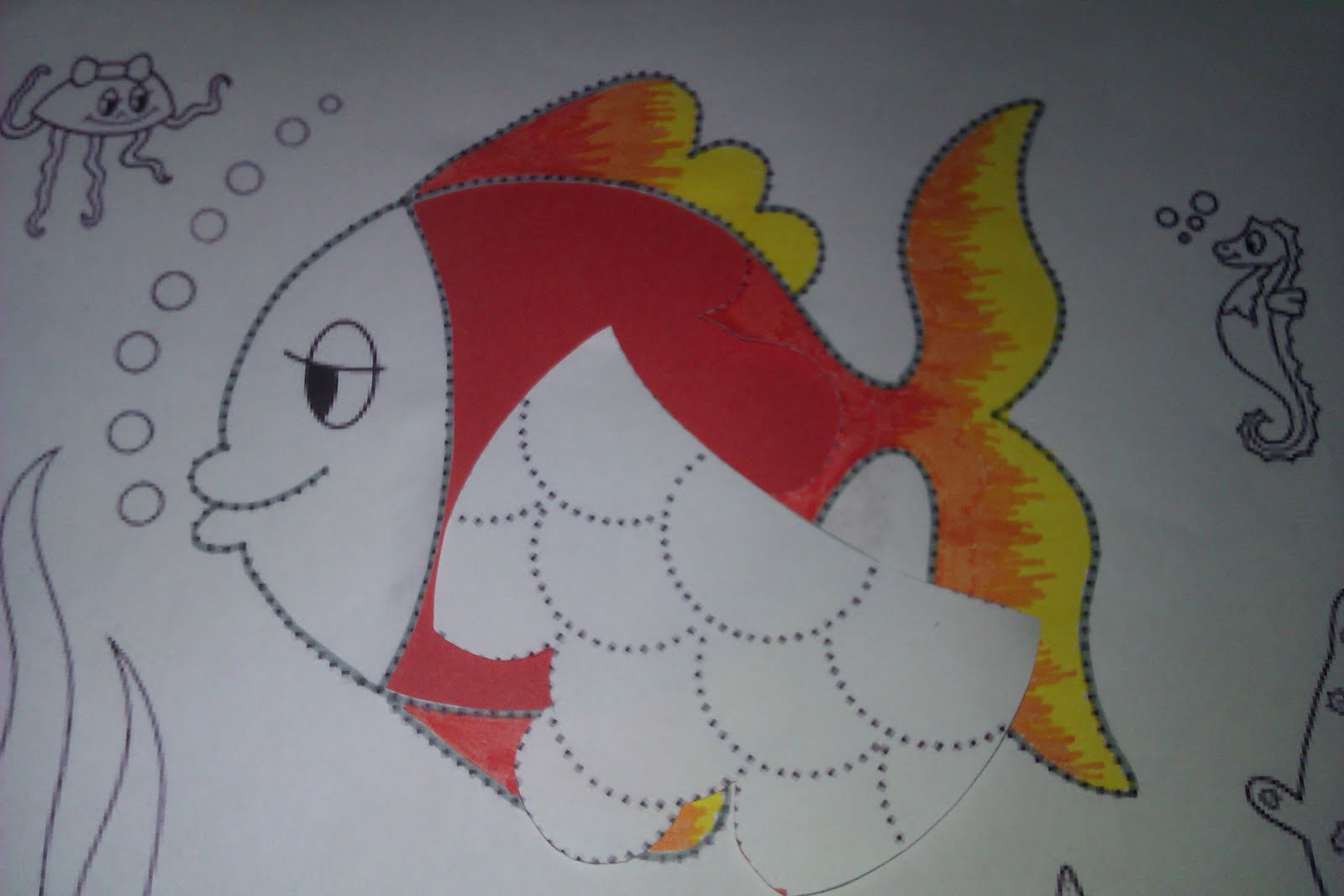 Manualidades escolares peces de burbujas - Como decorar un dibujo ...