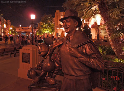 Storytellers Walt Disney Statue Mickey Mouse DCA Adventure