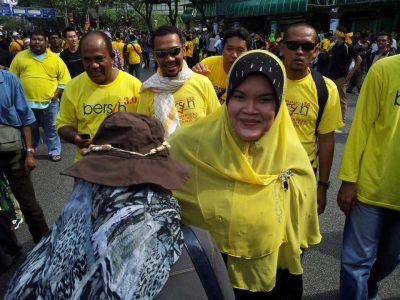 Penyanyi Aishah Sertai Bersih 3.0