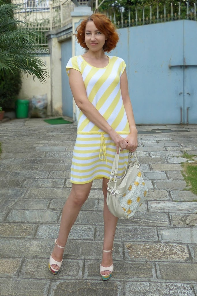 Yellow stripes dress, chamomile bag