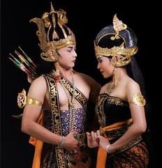 http://ceritawayangbahasajawa.blogspot.com/2015/08/ringkasan-wayang-ramayana-dalam-bahasa-jawa.html