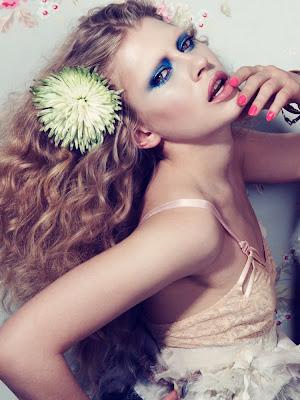 blue smokey eyeshadow, model daria plyushko
