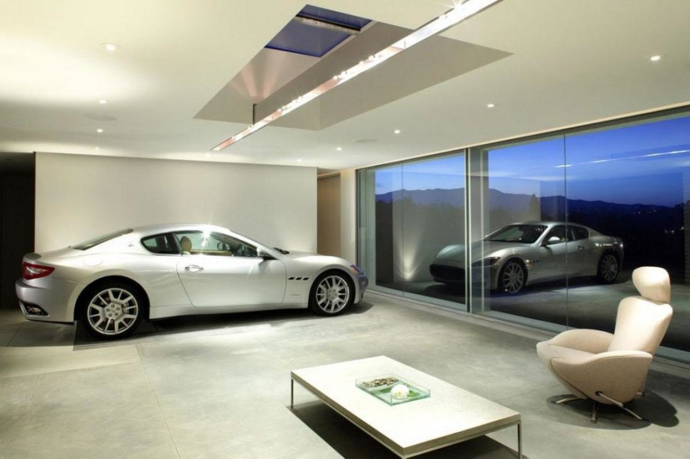 What luxury homebuyers are looking for version for Luxury garage interiors