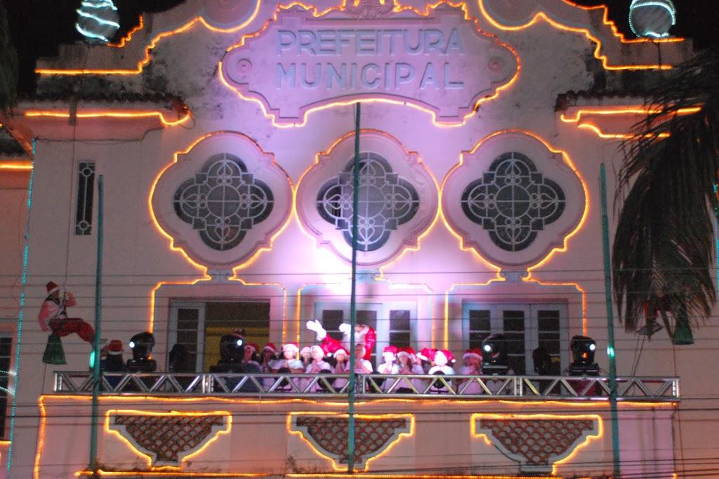 Ato de Natal  contou com a presença do Papai Noel, cantata e rapel