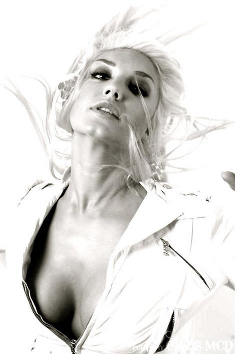 Brooke Hogan, Singer, Bikinis