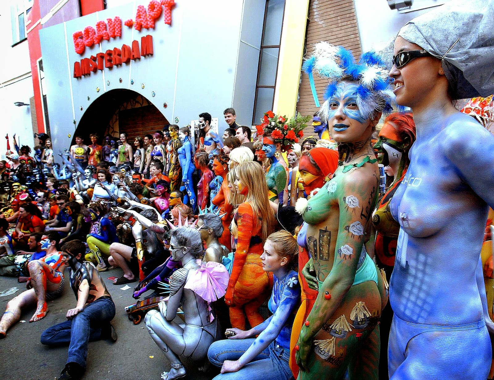 Crowd Scenes Paintings Outdoors_crowd_body_painting