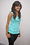 Vithika Sheru Glamorous Photo Shoot Gallery-thumbnail-19